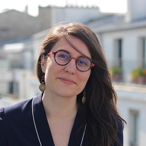 Portrait de la graphiste webdesigner Elise Hervelin